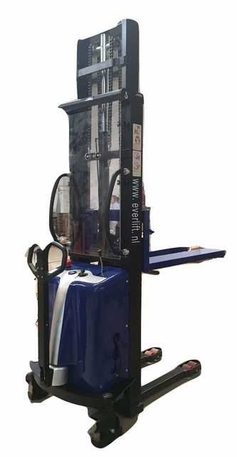 semi elektrische stapelaar 3000 mm 1500 kg