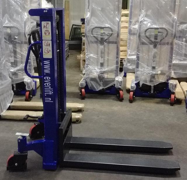 Handmatige stapelaar 2000 mm 1000 kg