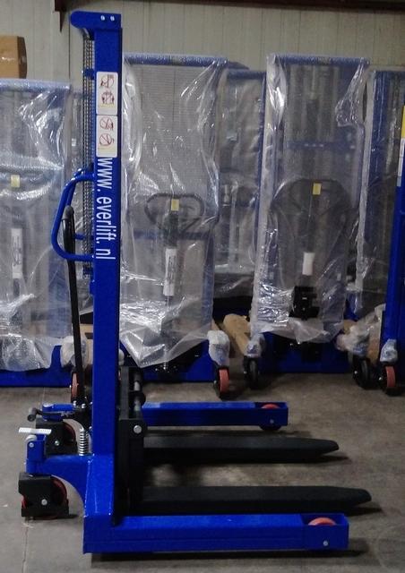 handmatige stapelaar 1600 mm 1000 kg breedspoor